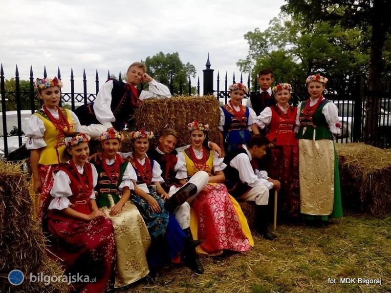 """Zespół Tańca Ludowego """"TANEW"""" wUSA"""