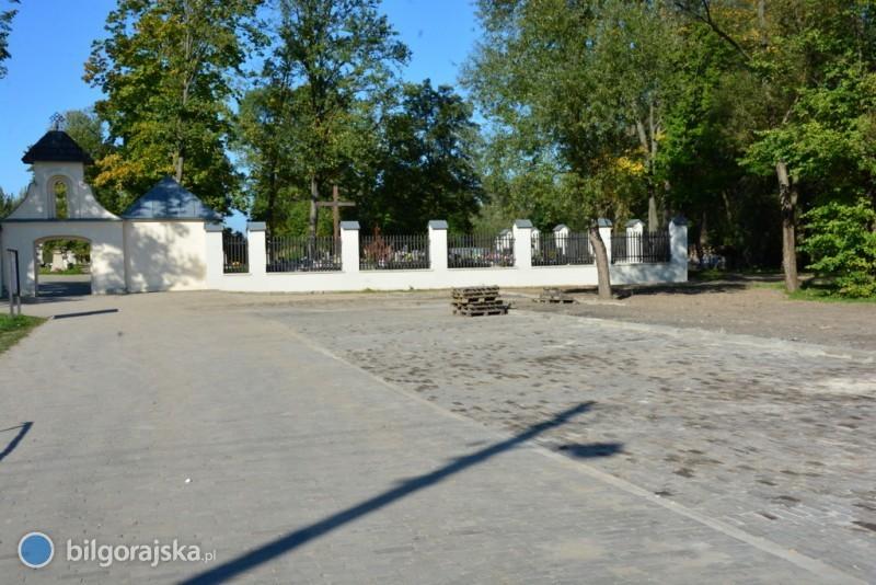 Nowy parking przy cmentarzu