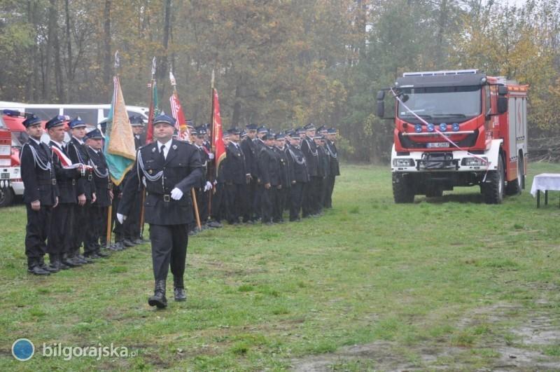 Uroczyste przekazanie wozu strażackiego
