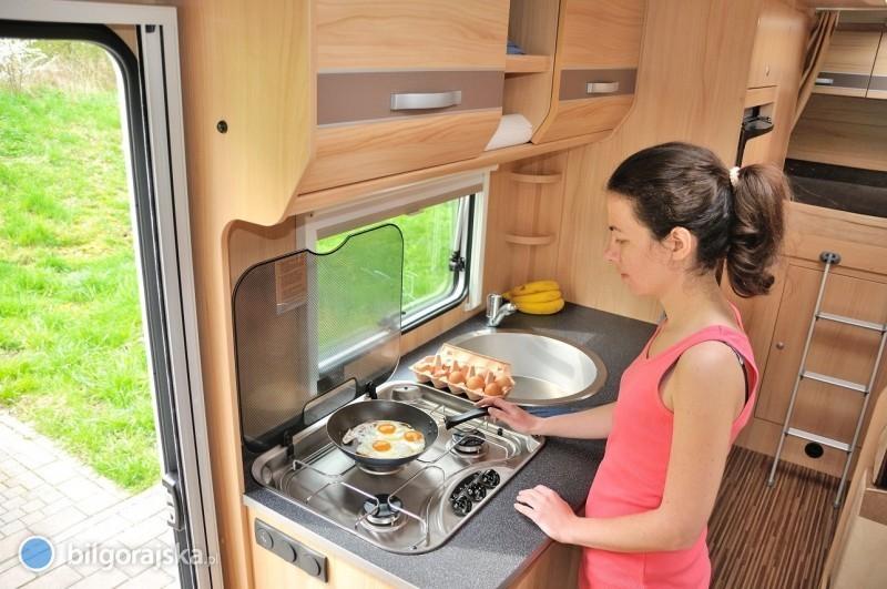 Jak bezpiecznie użytkować kuchnię wkamperze?