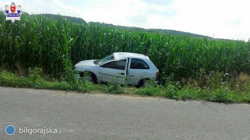Opel dachował wZyniach