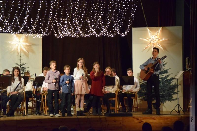 Koncert Świąteczny wTarnogrodzkim Ośrodku Kultury