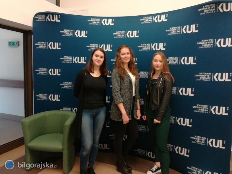"""Licealistki z""""Budowlanki"""" wAkademii Młodych Humanistów"""