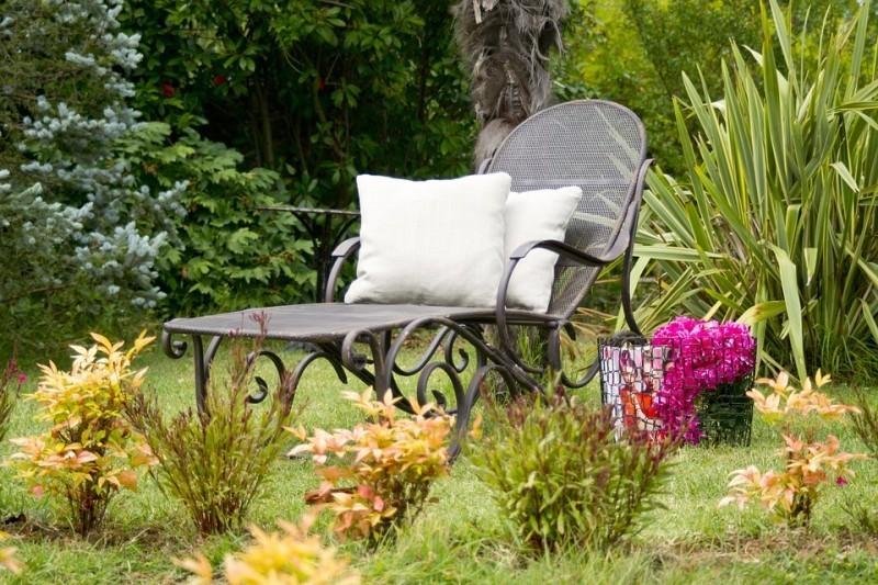 Leżaki ogrodowe. Drewniane czy ztechnorattanu?