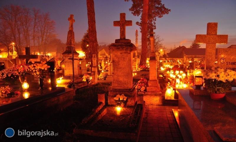 Burmistrz apeluje oograniczenie ilości zniczy ikwiatów na cmentarzach