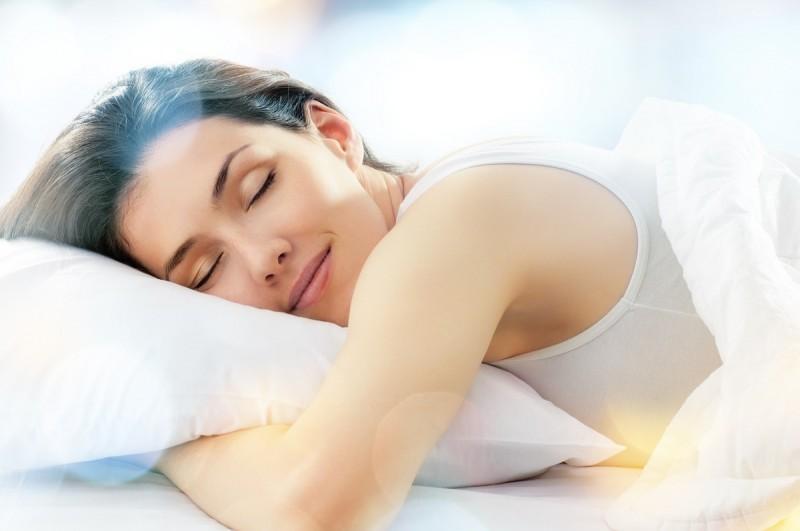 Dobra poduszka, czyli jaka? Przegląd najlepszych akcesoriów do spania