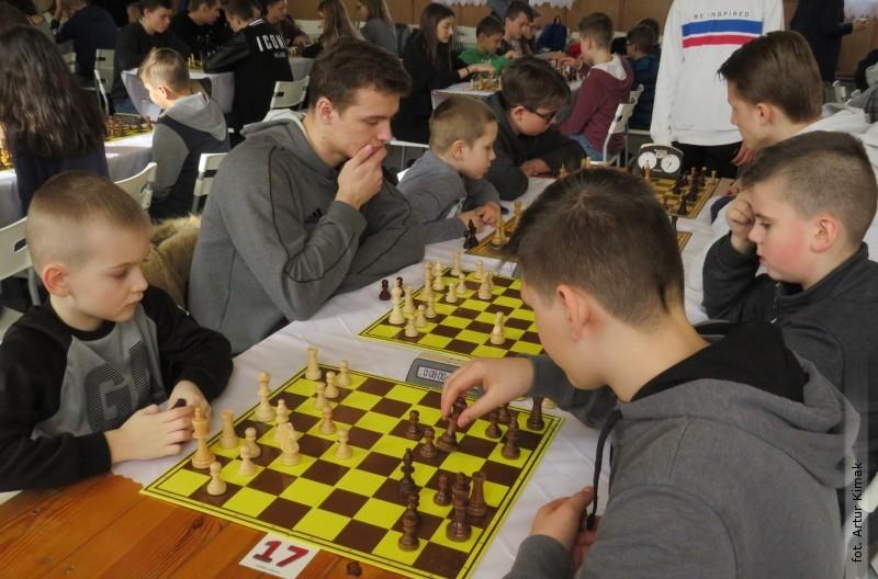 Nagrodzona gra opowiatowy tron szachowy