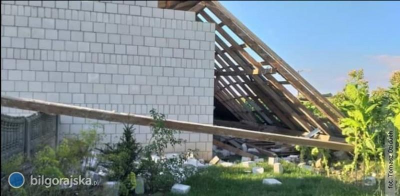 Trąba powietrzna na terenie powiatu. Silny wiatr zawalił budynek gospodarczy