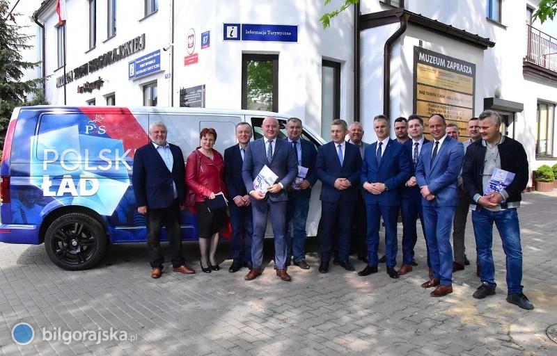 Bus promujący Polski Ład wBiłgoraju