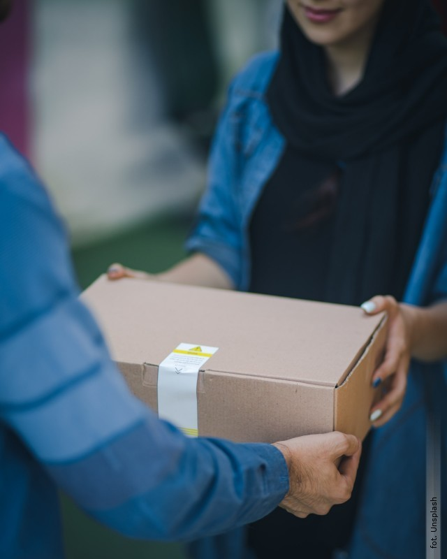 Puste pudełko wprzesyłce za pobraniem