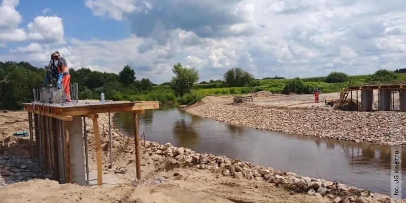 Trwa budowa mostu na Tanwi
