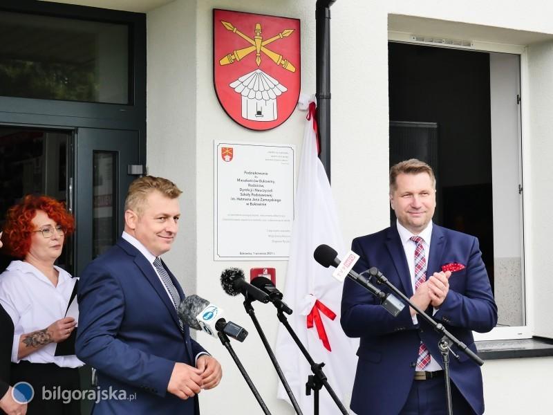Nadanie imienia szkole wBukowinie. Wuroczystości uczestniczył minister Czarnek