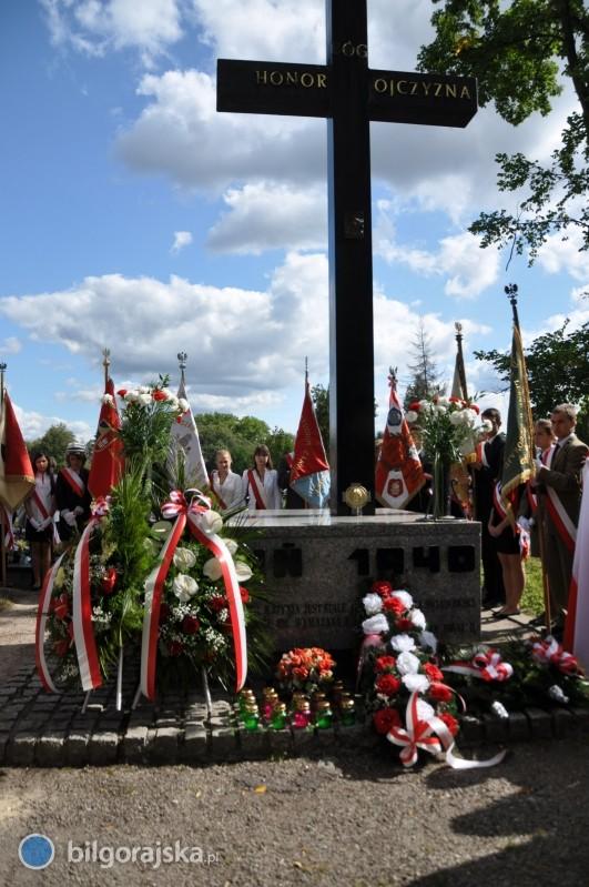 Odsłonięcie tablicy smoleńskiej okazją do wizyty Macierewicza