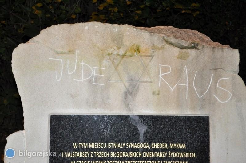 Wandal zniszczył pomnik upamiętniający Żydów
