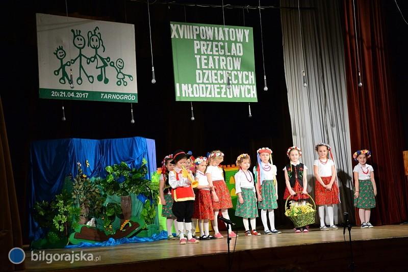Dzieci imłodzież na scenie [NOWE ZDJĘCIA]