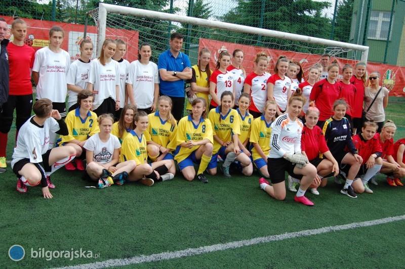 Drużyna dziewcząt ZSZiO nagrodzona przez trenera kadry narodowej