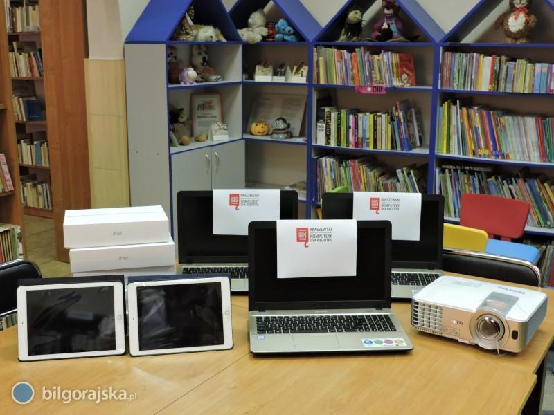 7 laptopów, 6 iPadów i1 projektor