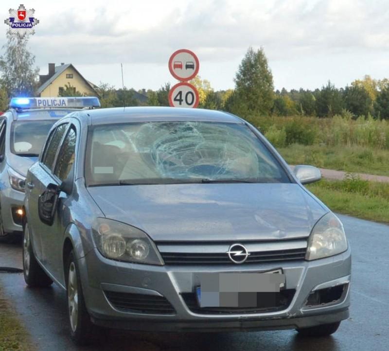 Nastolatek wbiegł pod samochód