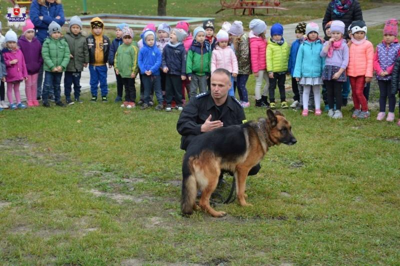 Nilo odwiedził uczniów iprzedszkolaków