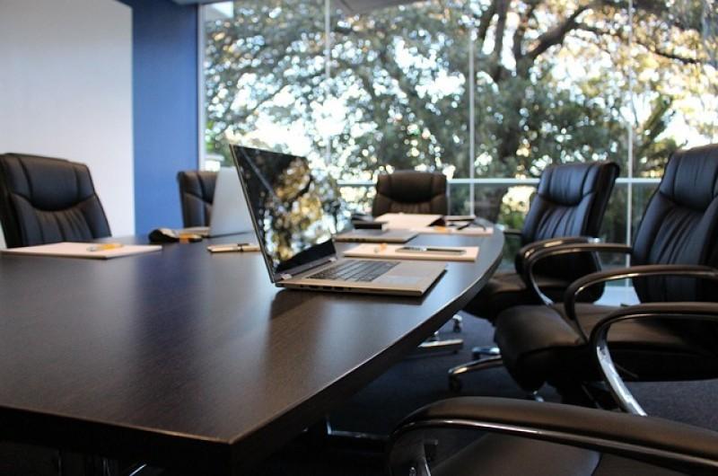 Sala konferencyjna czy gabinet - gdzie prowadzić spotkania biznesowe?