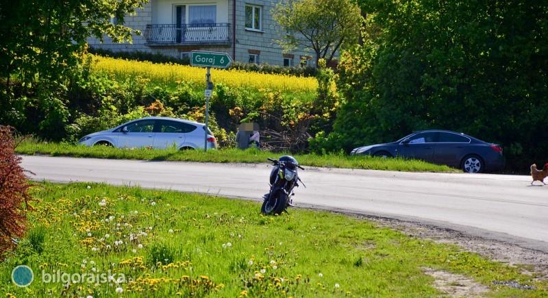 Kompletnie pijany motocyklista zderzył się zautem