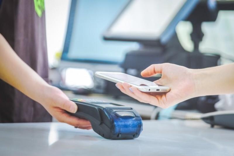 Jak płacić za pomocą Apple Pay?