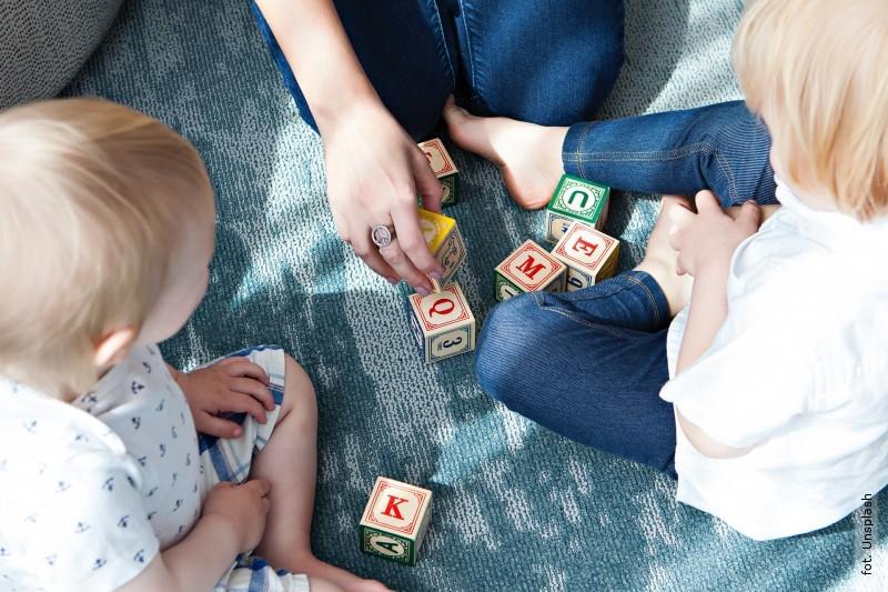 Dzieci nadal wdomu - co zzasiłkiem na opiekę?