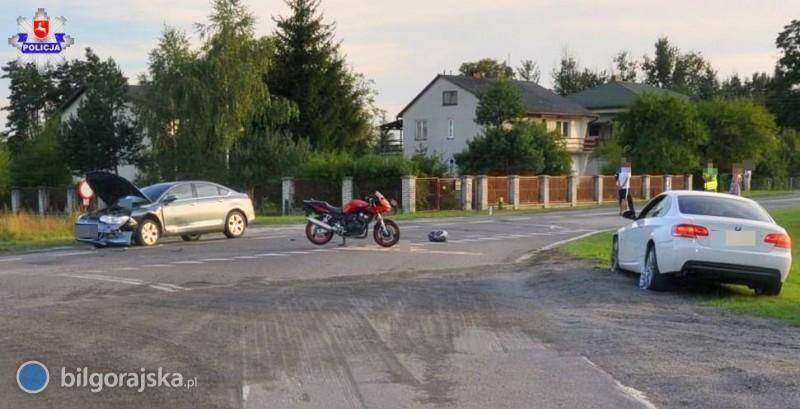 BMW uderzyło wmotocykl. Dwie osoby wszpitalu