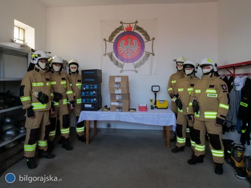 Strażacy zZamchu mają nowe mundury bojowe