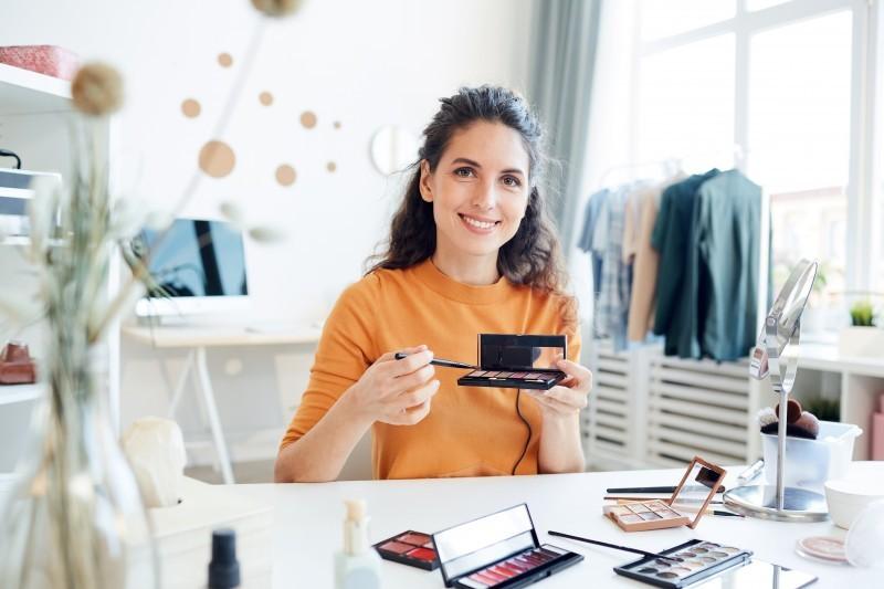 Przegląd kosmetyków na wiosnę - co warto kupić?