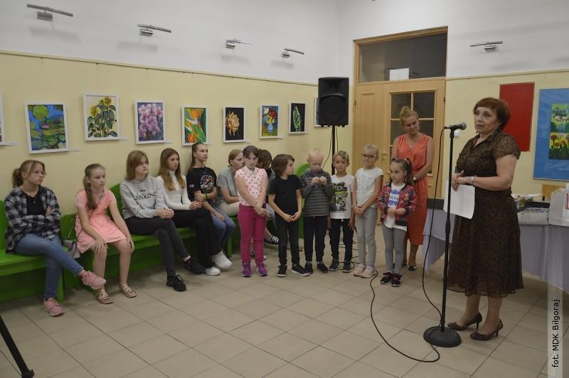 Dwie wystawy wychowanków Tęczowej Malarni MDK