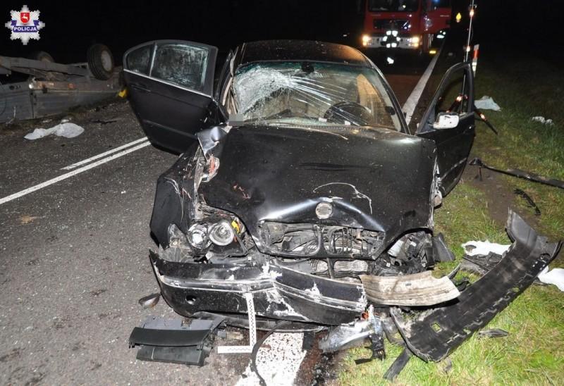 Wypadek zudziałem trzech aut iciągnika rolniczego. Dwie osoby poważnie ranne