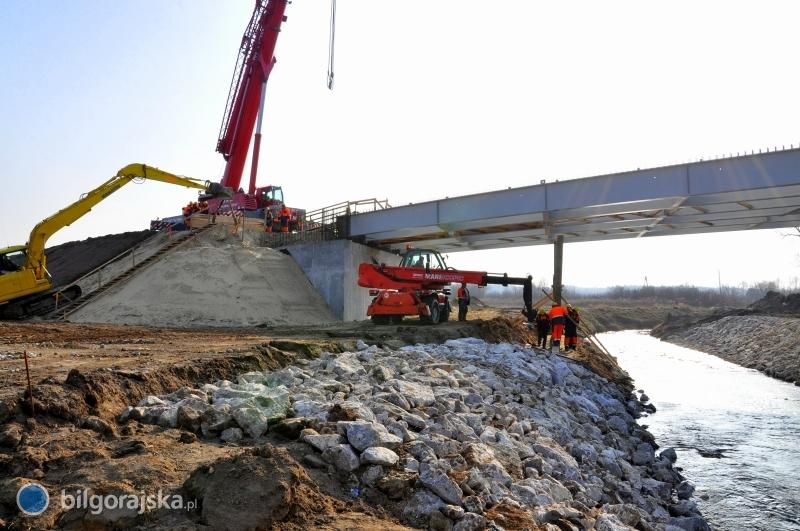 Rondo otwarte, powstaje most nad Czarną Ładą